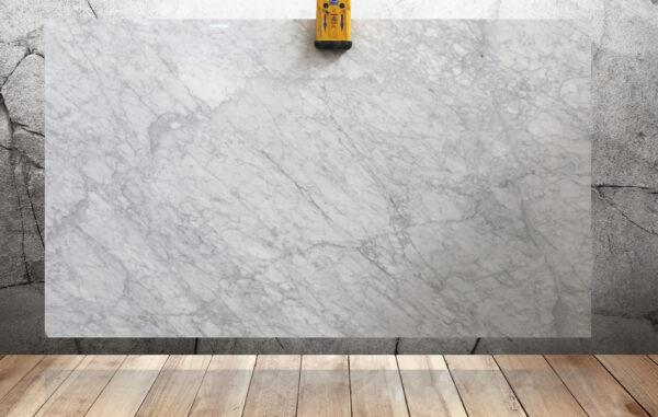 слэб мрамора белого цвета Bianco Carrara Extra