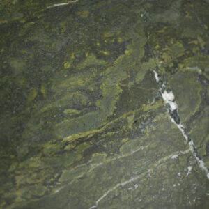 слэб кварцита verde borgognia polished